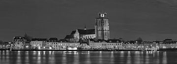 Panorama nachtfoto Grote Kerk Dordrecht zwart/wit van