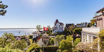 Zicht op de Elbe vanuit Hamburg-Blankenese van Werner Dieterich