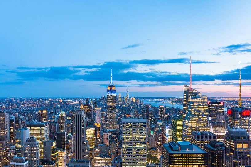 Skyline New York (Manhattan) bij Avond van Frenk Volt