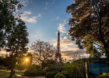Paris Eiffelturm Sonnenuntergang von Bob Van der Wolf
