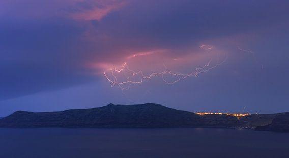 Lightning above Therasia