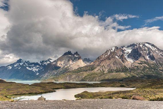Meer in Torres del Paine van Trudy van der Werf