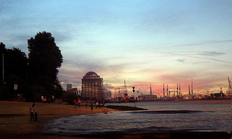 Blick von Övelgönne zur Hafencity van Peter Norden