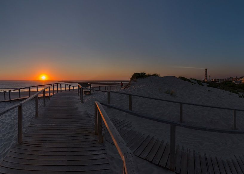 Zonsondergang, Praia do Paredão,  Farol da Barra, strand en vuurtoren, Praia da Barra,  Aveiro, Beir van Rene van der Meer