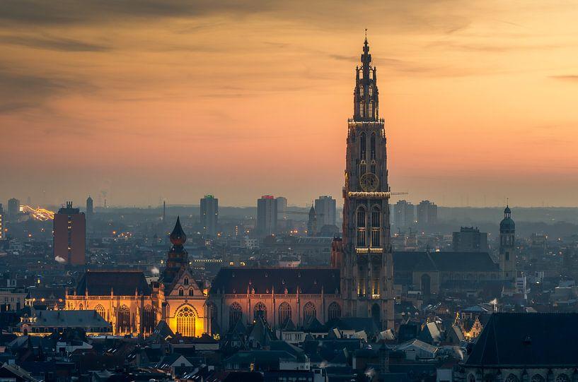 Kathedraal bij zonsondergang van Mark Bolijn