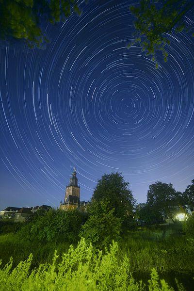 Star-trail Walburgiskerk van Arnold van Rooij