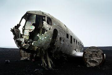 Vliegtuigwrak in IJsland van Mylène Amoureus