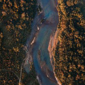 Rivier van boven af vanuit luchtballon in Laos van Yvette Baur