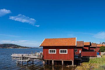 Boothuizen in de buurt van de stad Fjällbacka in Zweden van Rico Ködder