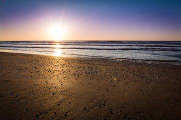 Zonsondergang bij Zandvoort van Leon Weggelaar