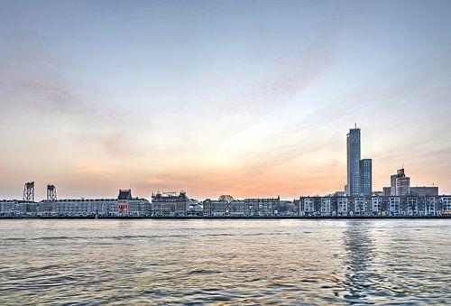 Het Noordereiland en de Nieuwe Maas, 's morgens vroeg van