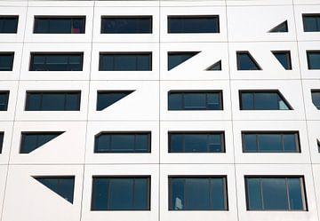 Ramen van een abstract kantoor gebouw van Maurice de vries