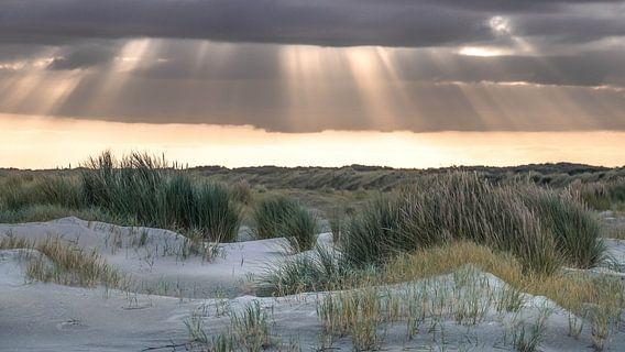 Zonnestralen boven Ameland van Niels Barto
