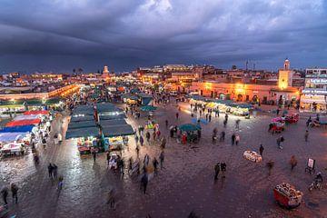 Djemaa el Fna Marktplein in Marrakech, Marokko van Peter Schickert