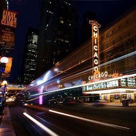 Chicago theatre in de avond van Michael Bollen