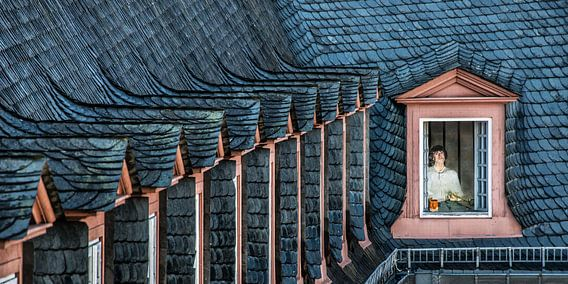 Dakrand met raampjes van het kasteel van Weilburg, Duitsland.
