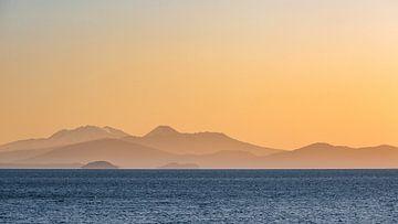 Zonsondergang boven Lake Taupo, Nieuw-Zeeland van