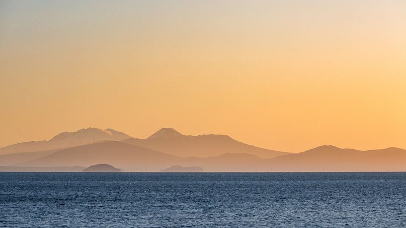 Zonsondergang boven Lake Taupo, Nieuw-Zeeland van Martijn Smeets