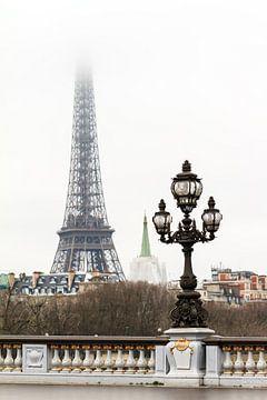 Eiffeltoren in de mist van Dennis van de Water