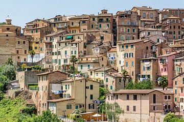 Alte Häuser im Zentrum von Siena von Kok and Kok