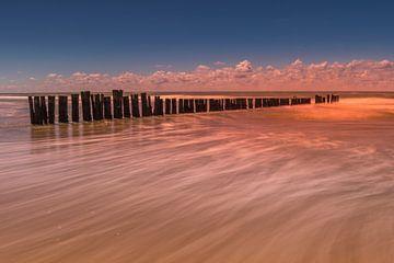 Palen in zee 3 van Peter Heins