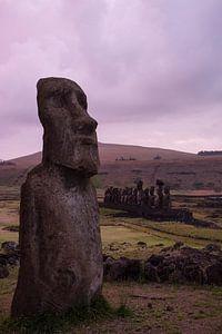 Zonsopkomst bij  Ahu Tongariki, Paaseiland, Rapa Nui van Bianca Fortuin
