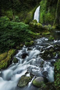 Waterval in het ongerepte natuurlandschap van Oregon in het noordwesten van de VS. van Voss Fine Art Fotografie