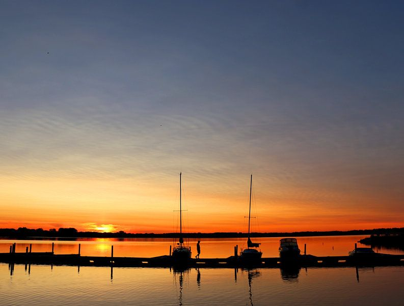 zonsopkomst aan de steiger @ Geneva (NY - USA) Finger lakes van Kurt Vanvelk