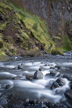 Isländischer Fluss im Traum von Leontine van der Stouw
