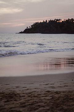 Roze kleuren aan het strand