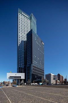 De Maas toren in het centrum van Rotterdam van Joost Adriaanse