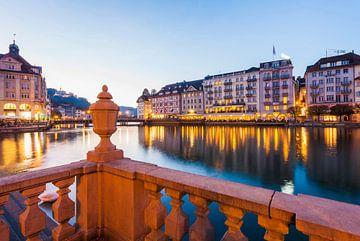 Luzern in der Schweiz am Abend von Werner Dieterich