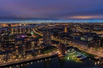 Rotterdam in de avond. van Martijn Roos
