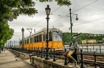 Budapest gele tram van Shorty's adventure