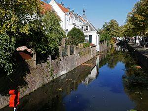 Gracht in de binnenstad van Amersfoort met uitzicht op Muurhuizen