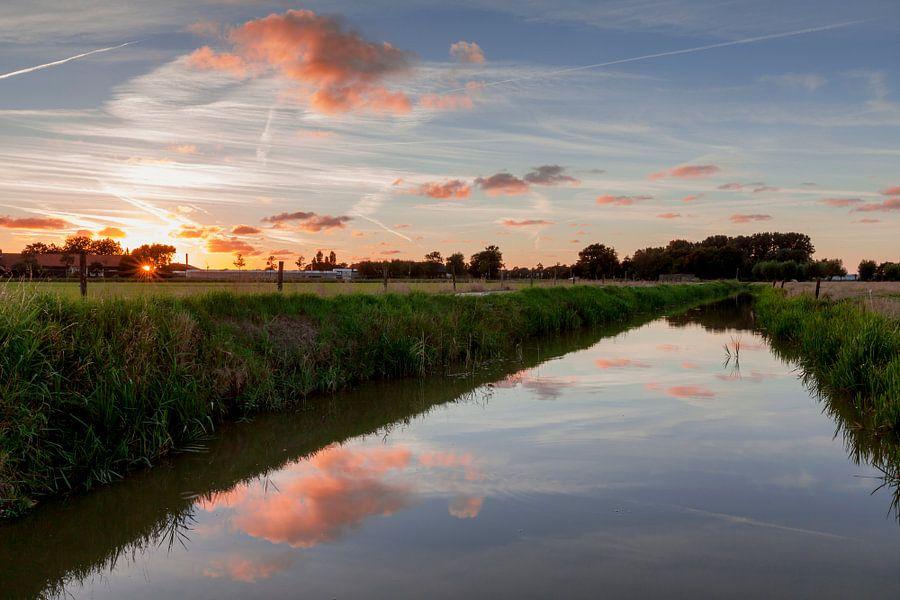 Zonsondergang boven Hollandse polder