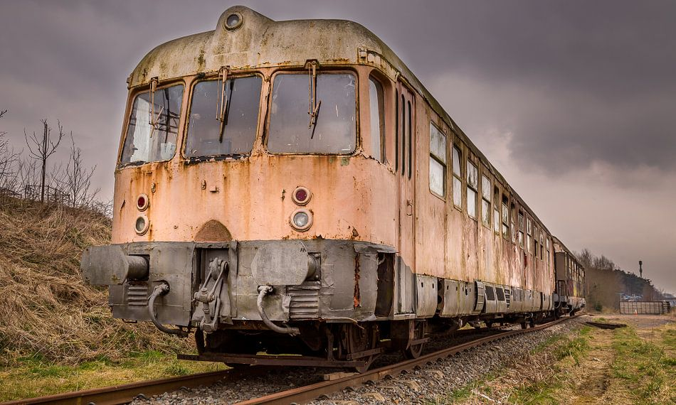 Abandoned Train van Tom Opdebeeck