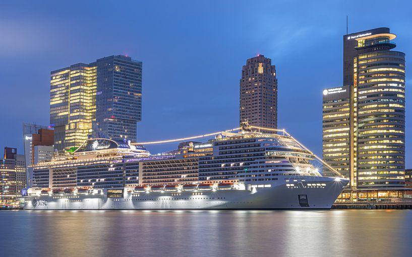 Het Cruiseschip MSC Grandiosa aan de Cruise Terminal in Rotterdam van MS Fotografie | Marc van der Stelt