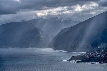 De kustlijn van Madeira. van