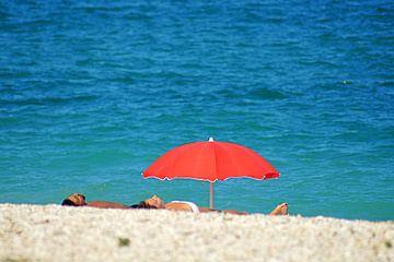 At the beach in Italy. von Elfriede de Jonge Boeree