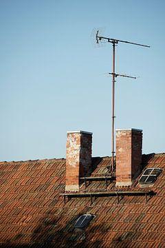 Antenne auf einem Dach von Heiko Kueverling