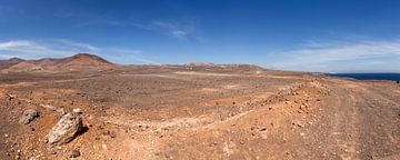 Panoramisch vulkaanlandschap op Lanzarote van Victor van Dijk