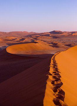 Zonsopkomst, Sossusvlei, Namibië van Christel Nouwens- Lambers