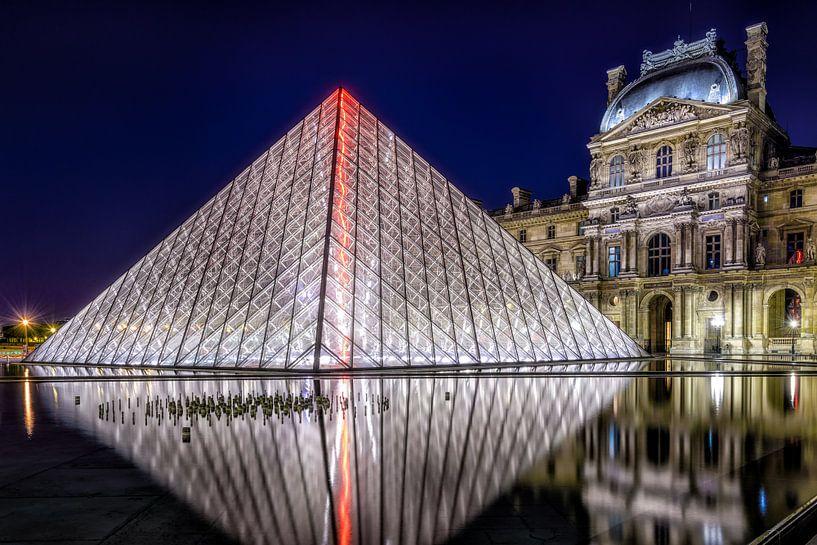De Louvre Piramide van Johan Vanbockryck
