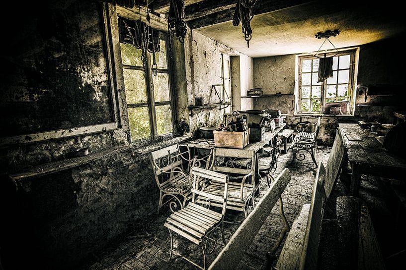 Verlassenes Gartenhaus Bretagne von Mark Isarin | Fotografie
