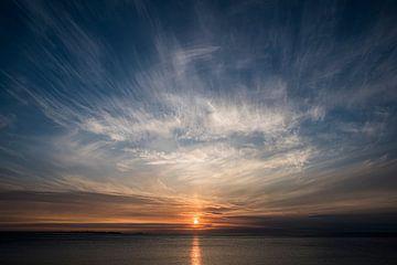 Zonsondergang op Uttakleiv strand op de Lofoten fotoprint van Manja Herrebrugh - Outdoor by Manja