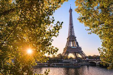 Herfst zonsopgang bij de Eiffeltoren van Michael Abid