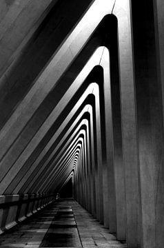 Architectuur - lijnenspel in zwart wit - hoog van Photography by Karim