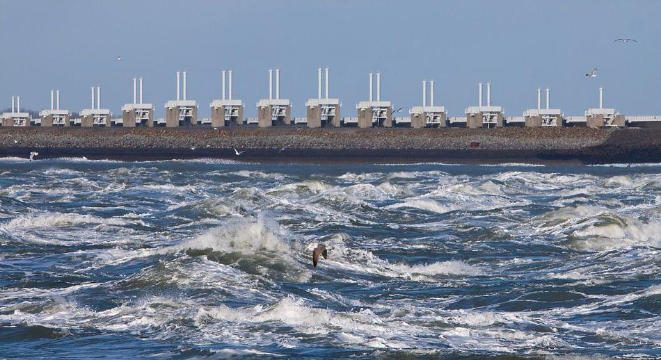 Oosterscheldekering in de golven