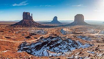 Monument Valley op een heldere wintermorgen van Remco Piet
